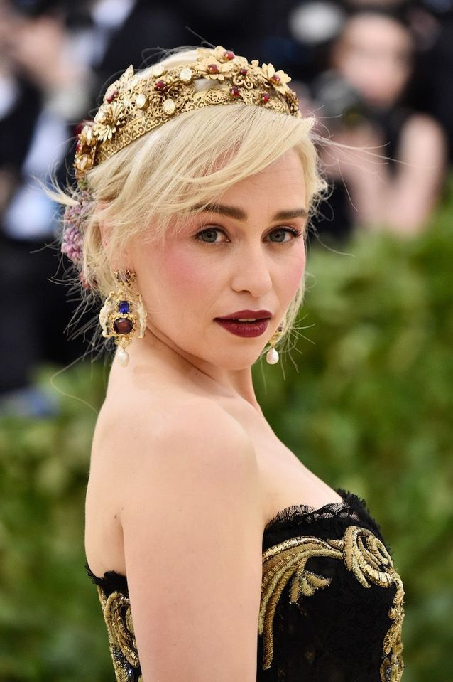 Le make-up royal d'Emilia Clarke au Met Ball 2018