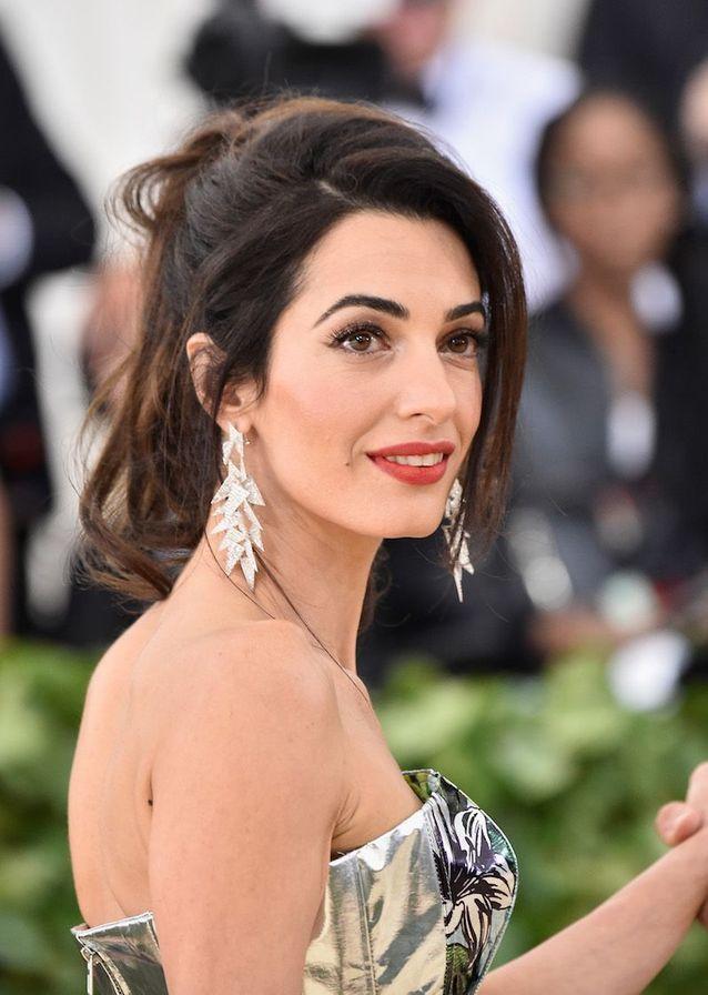 Le beauty look glamour d'Amal Clooney au Met Ball 2018