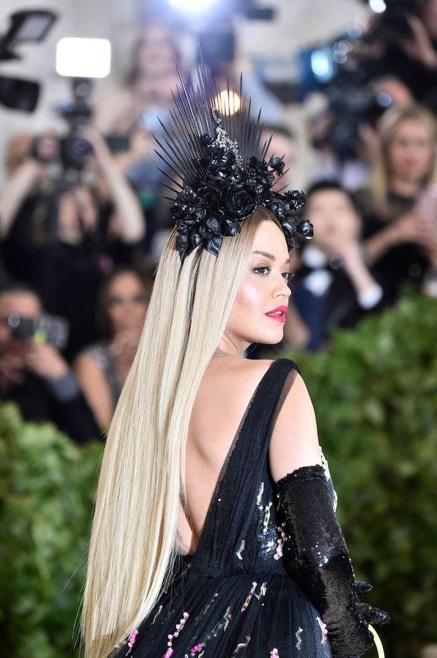 La bouche fuchsia de Rita Ora au Met Ball 2018