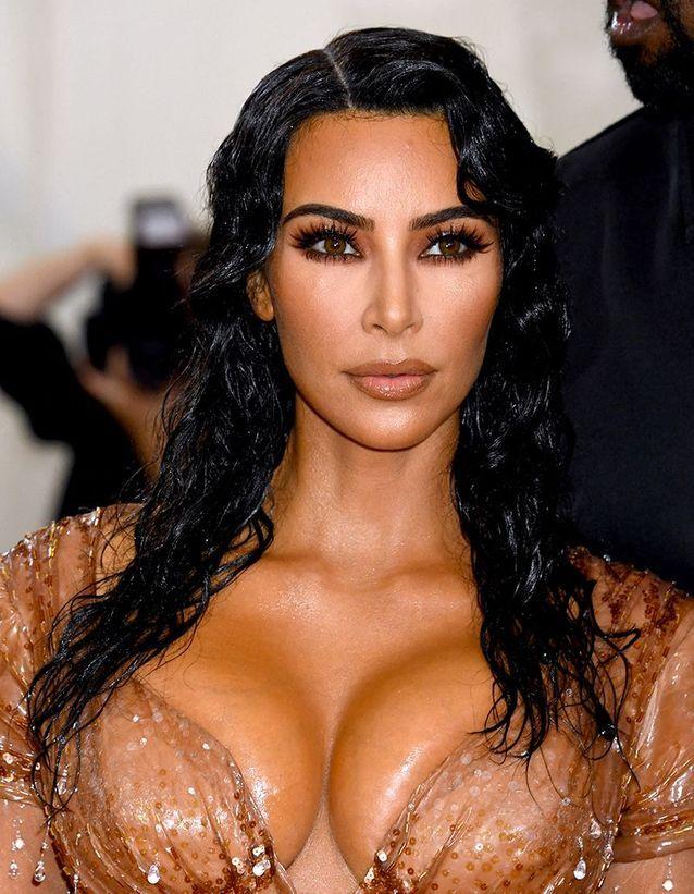 La coiffure wet de Kim Kardashian au Met Ball 2019