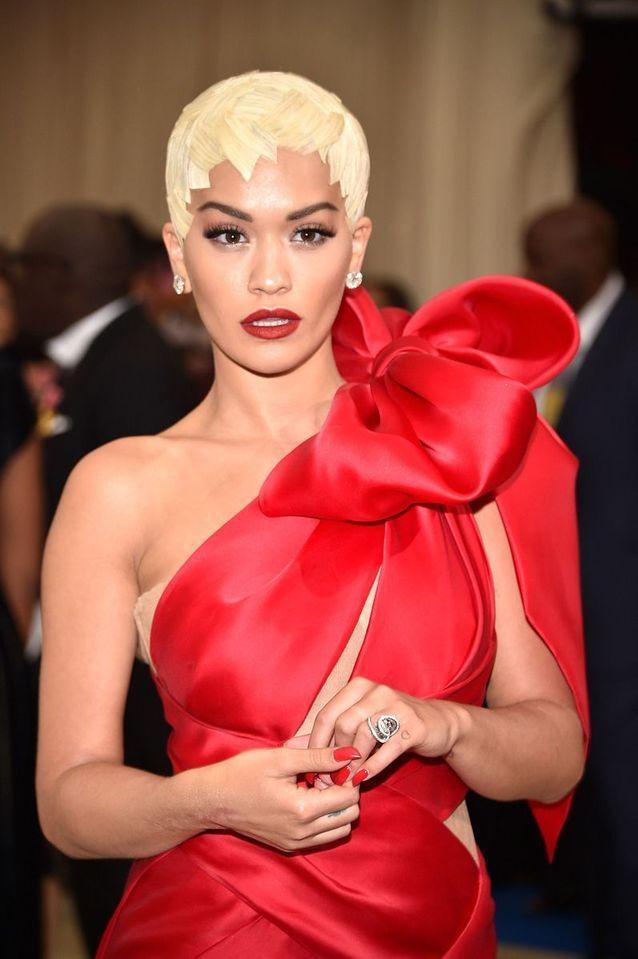 La fausse coupe garçonne de Rita Ora