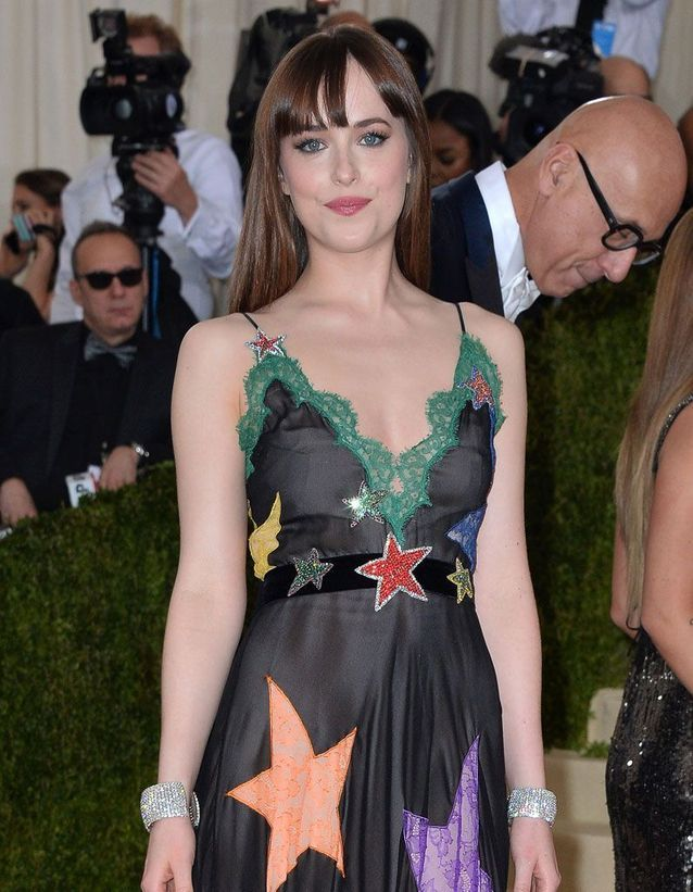 Le brushing naturel de Dakota Johnson