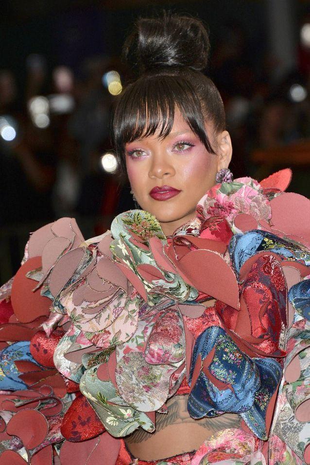 Le fard à paupières rouge-fuchsia de Rihanna