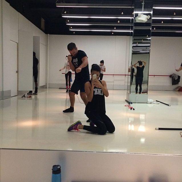 Adriana lima en cours de gymnastique