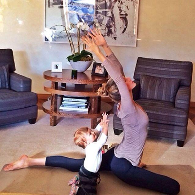 Gisèle Bündchen en séance de yoga
