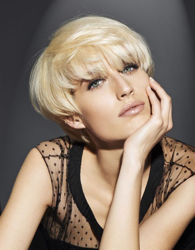 Coupe cheveux courts blond platine
