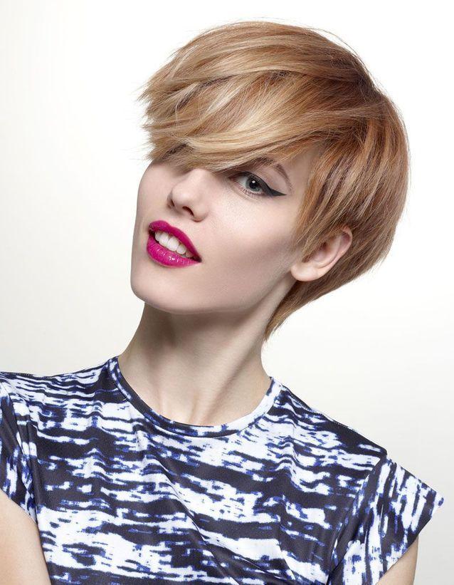 La coupe courte blonde de Tchip