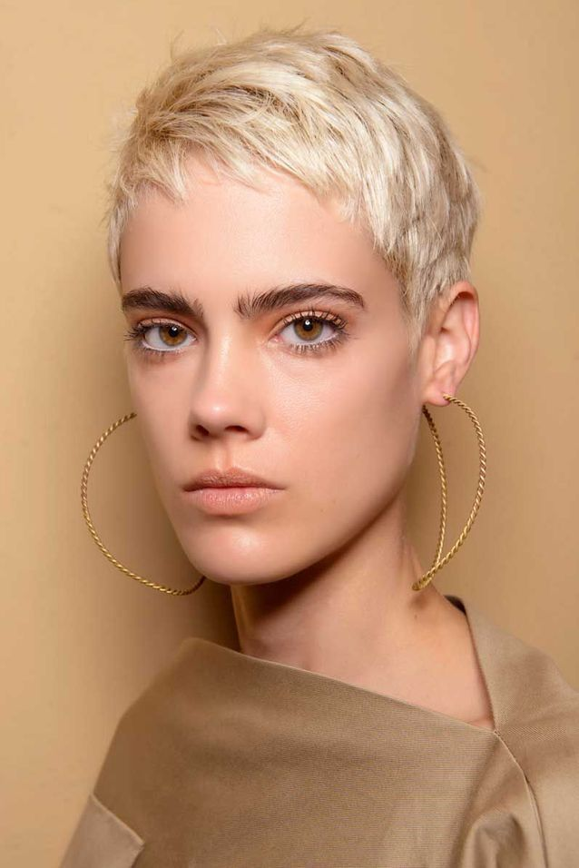 Coupe courte blond platine automne hiver 2018