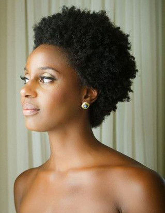 Coupe courte cheveux afro femme