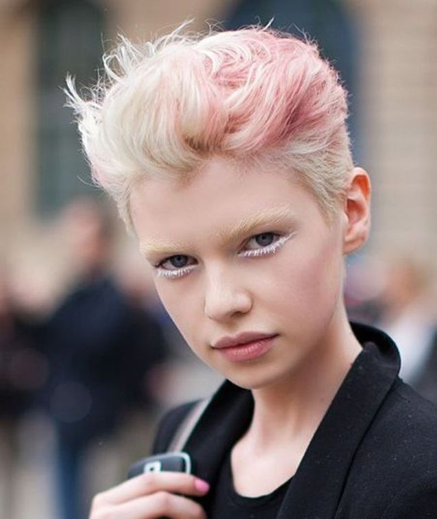 Coupe cheveux court blond femme
