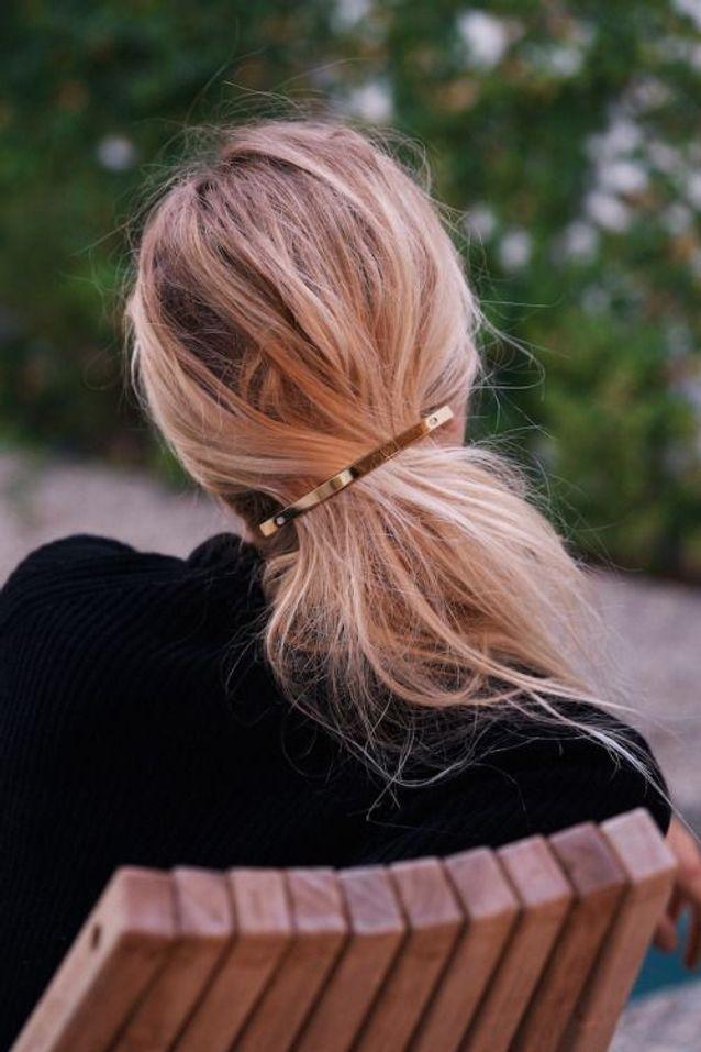 Cheveux attachés à l'aide d'une barrette automne-hiver 2017