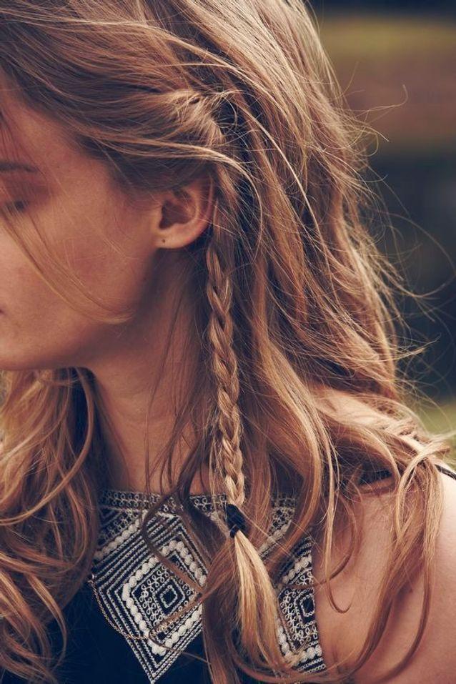 Cheveux attachés avec des petites tresses automne-hiver 2016