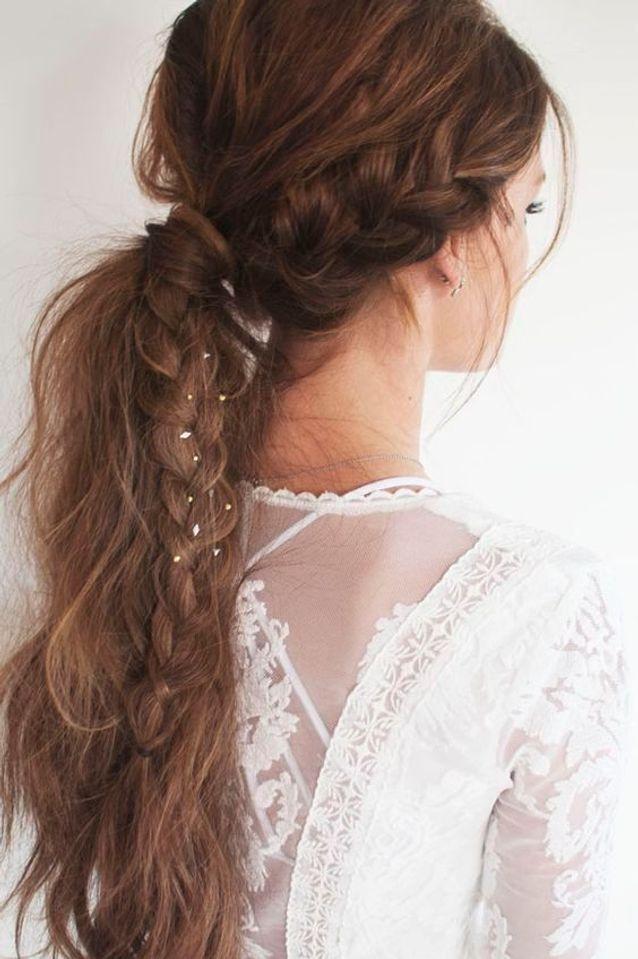 Cheveux attachés châtains automne-hiver 2016