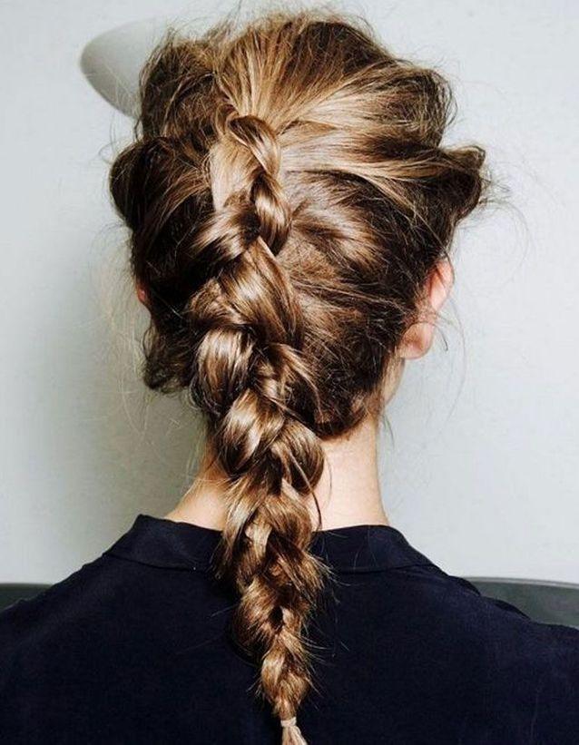 Coiffure cheveux long attache