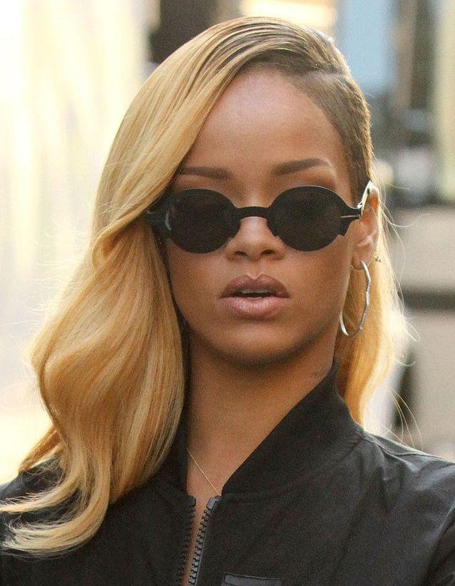 Rihanna et son half-hawk blond