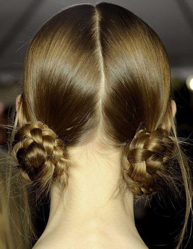 Cheveux fins en double chignon