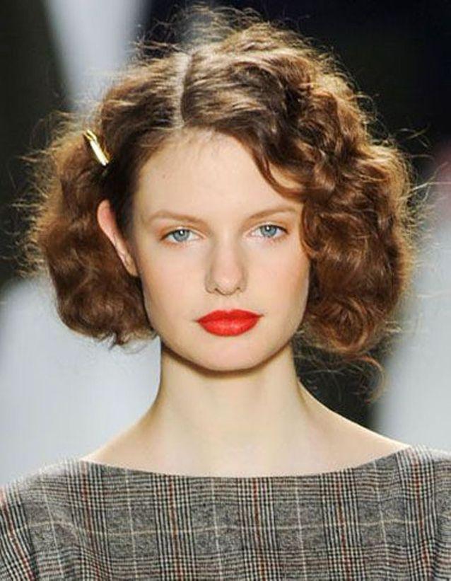 Coiffure cheveux frisés simple