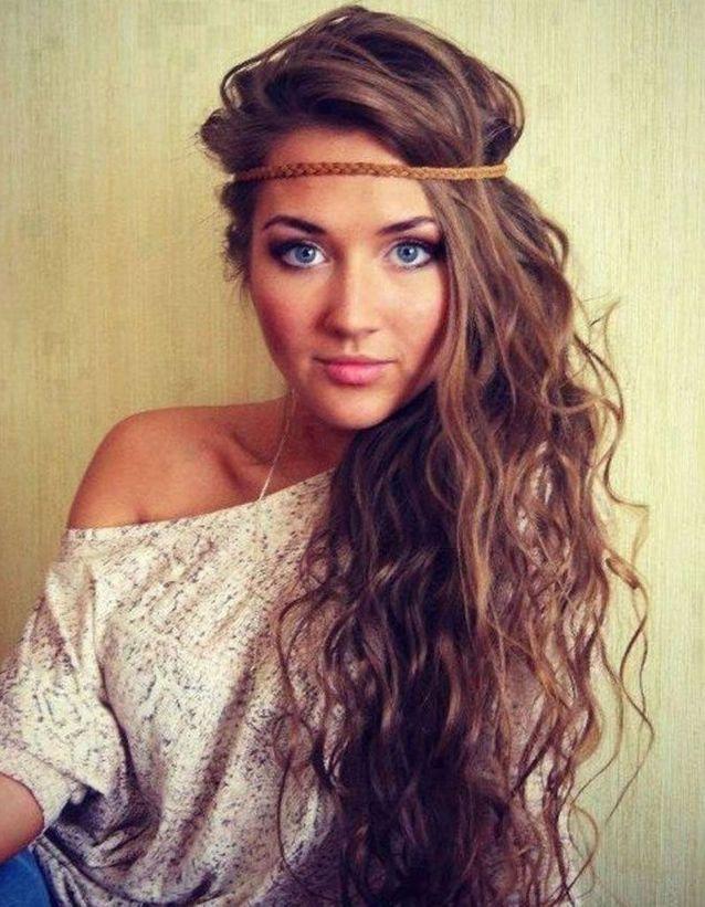 Un joli headband sur une chevelure wavy