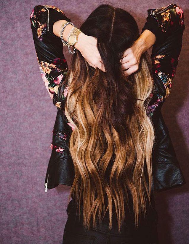 Une longue chevelure wavy et ombrée