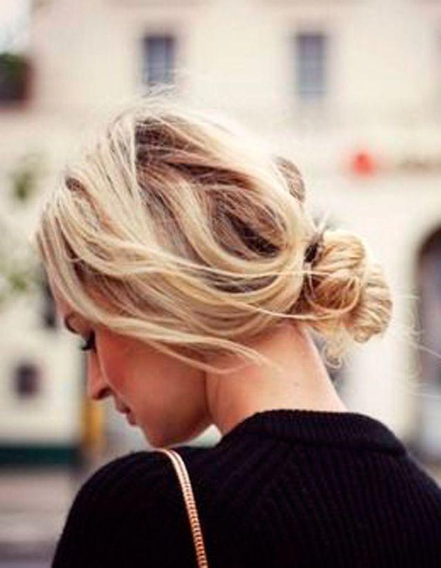 Coiffure coiffée-décoiffée chignon bas