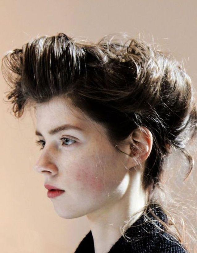 Coiffure coiffée décoiffée rétro