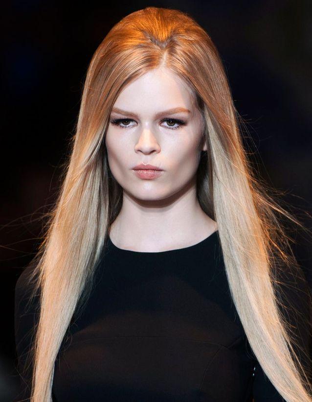 Coiffure soirée cheveux longs détachés