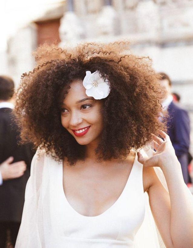 Coiffure demoiselle d'honneur cheveux crépus