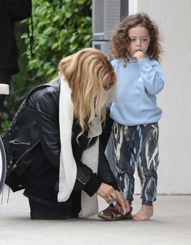 Les cheveux bouclés du fils de Rachel Zoé
