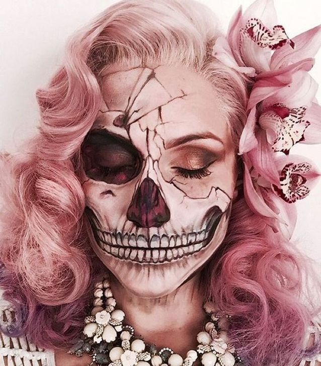 Coiffure Halloween : cheveux roses