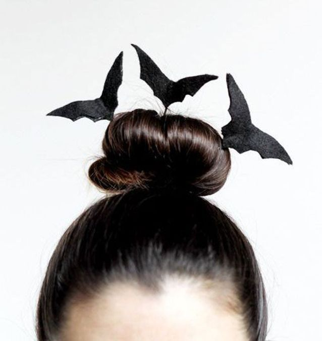 Coiffure Halloween chignon chauve souris