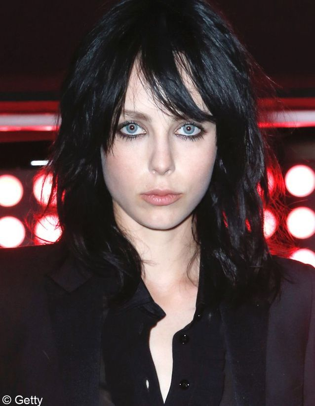 Edie Campbell et sa coupe sexy-punk
