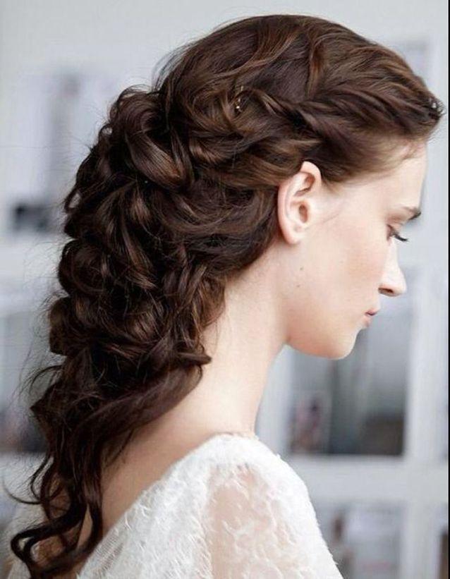 Coiffure naturelle cheveux bouclés