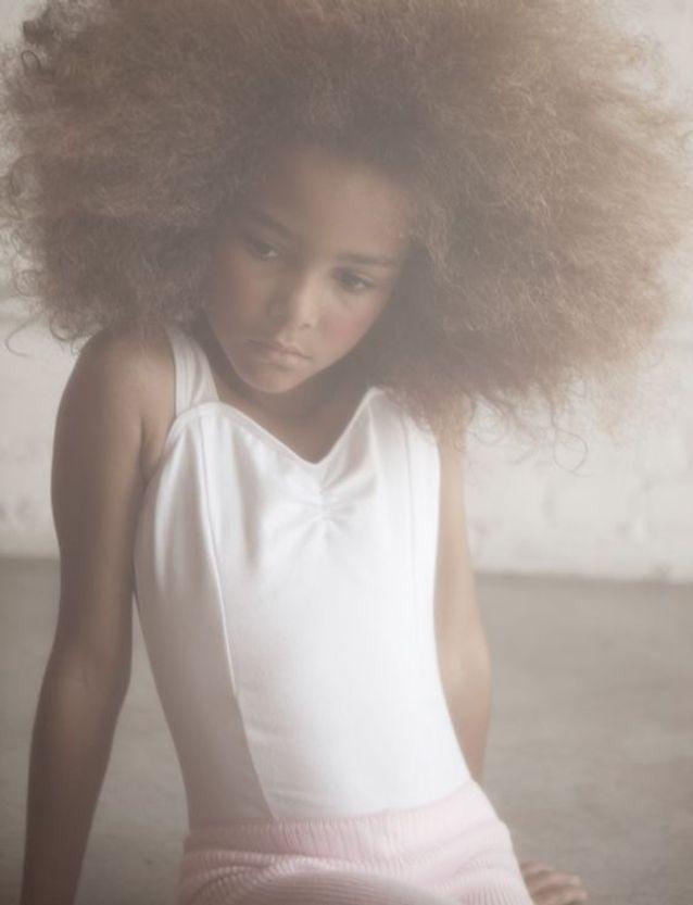 coiffure petite fille cheveux fris s 40 coiffures de. Black Bedroom Furniture Sets. Home Design Ideas