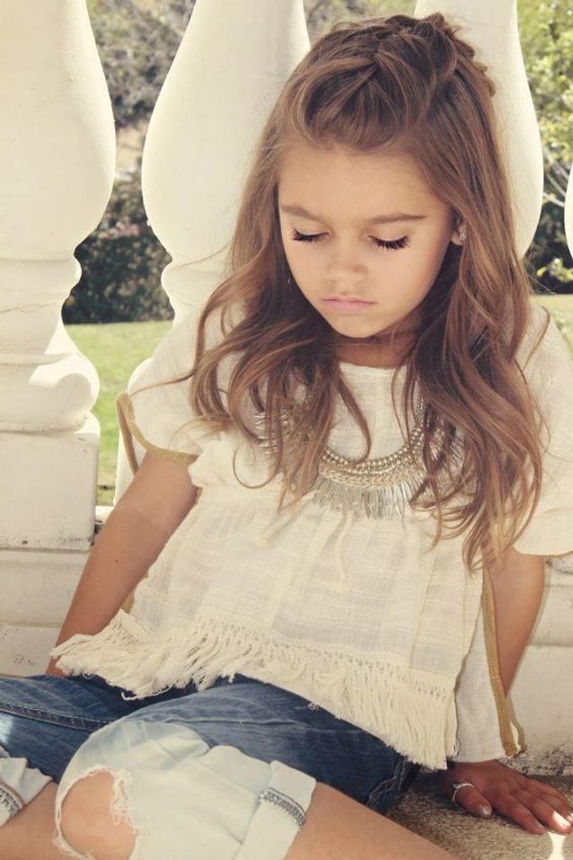 Coiffure petite fille cheveux longs