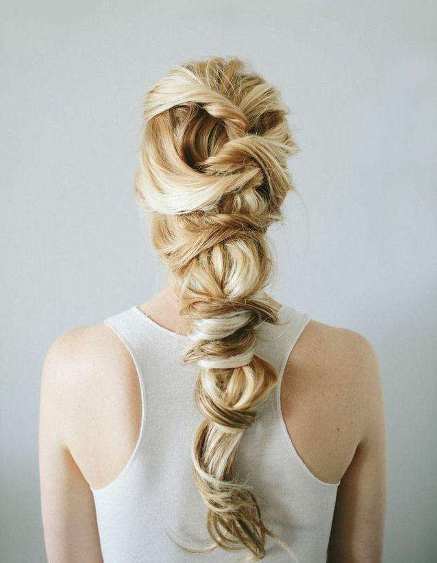 Coiffure romantique cheveux blonds