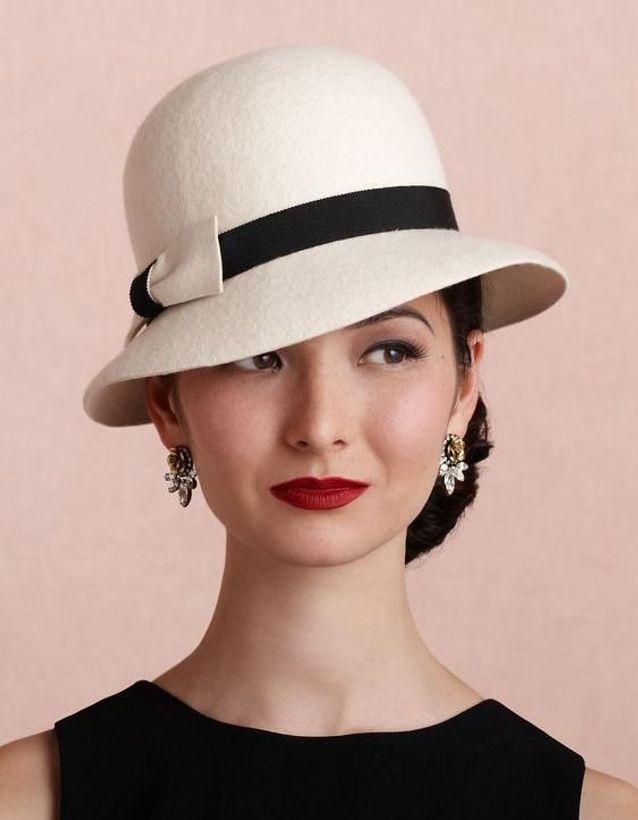 Coiffure vintage avec chapeau