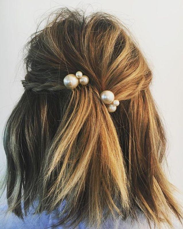 Cheveux mi longs ornés de perles automne-hiver 2017