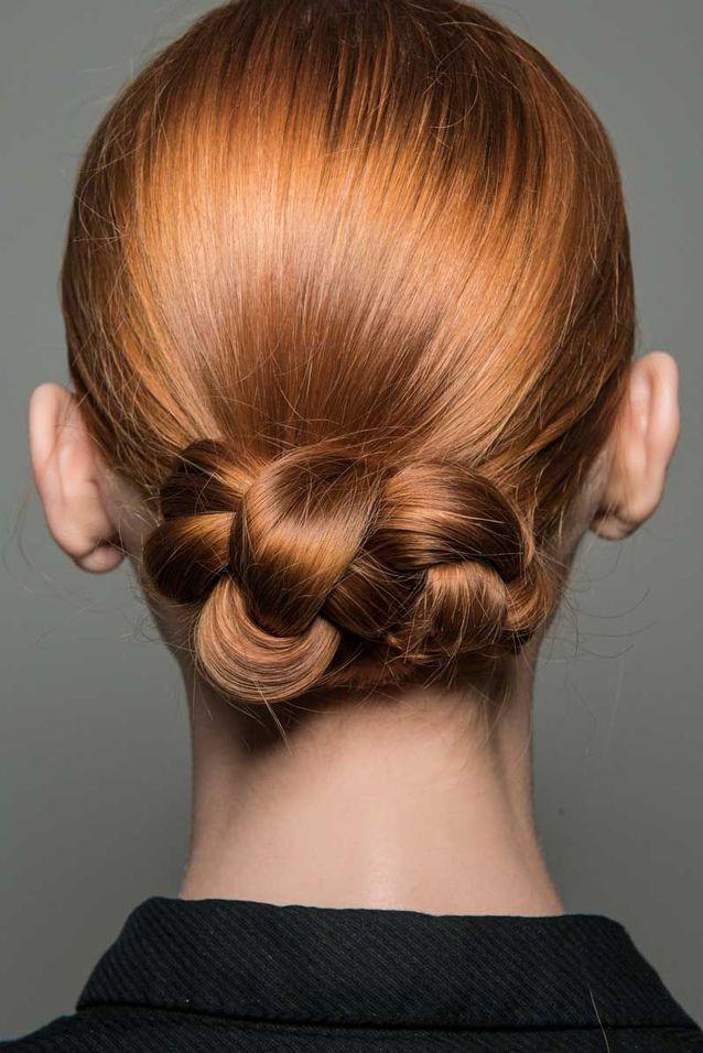 Coiffure cheveux mi longs chignon tressé automne hiver 2018
