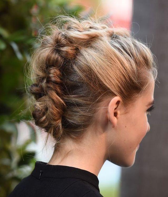 Coiffure cheveux mi longs en chignon banane automne-hiver 2016