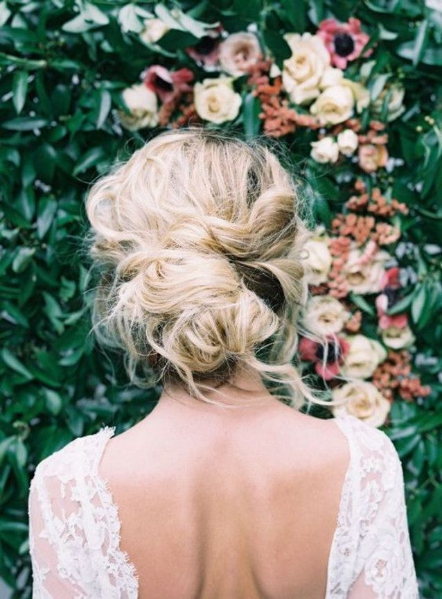 Coiffure cheveux mi longs en chignon flou automne-hiver 2016