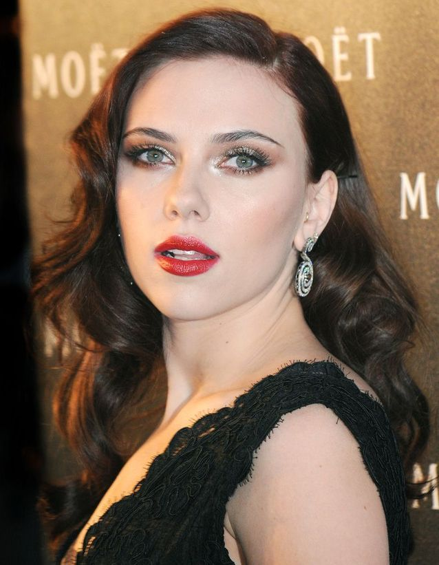 Après : Scarlett Johansson brune