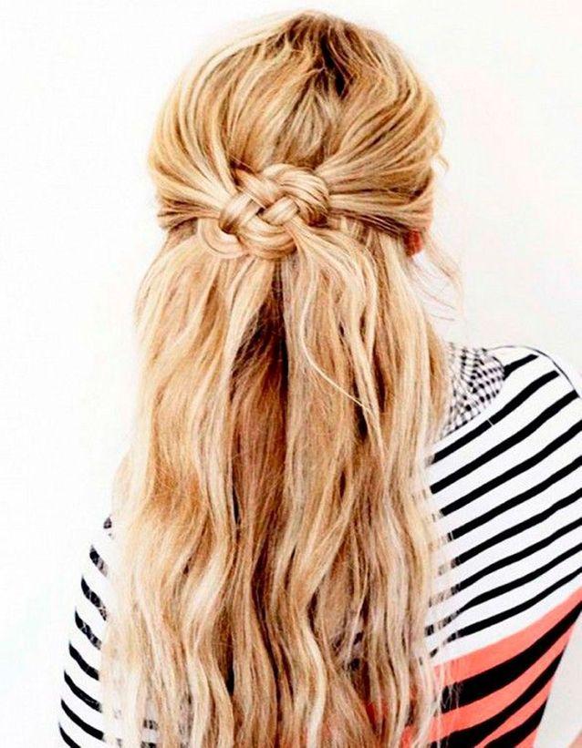 Coiffure de plage cheveux ondulés