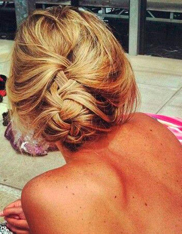 Coiffure de plage pour cheveux mi-longs