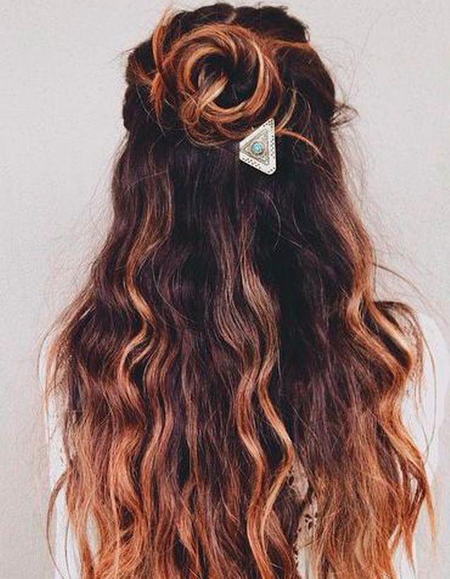 Coiffure de plage pour cheveux ondulés