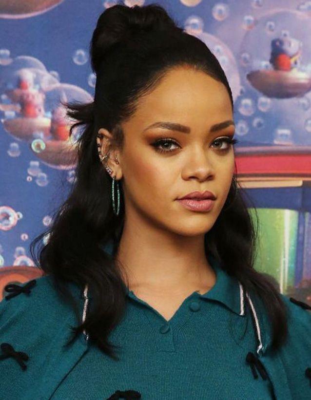 Le half bun de Rihanna