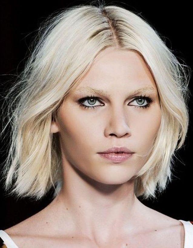 Coupe de cheveux des femmes pour les cheveux fins visage ovale