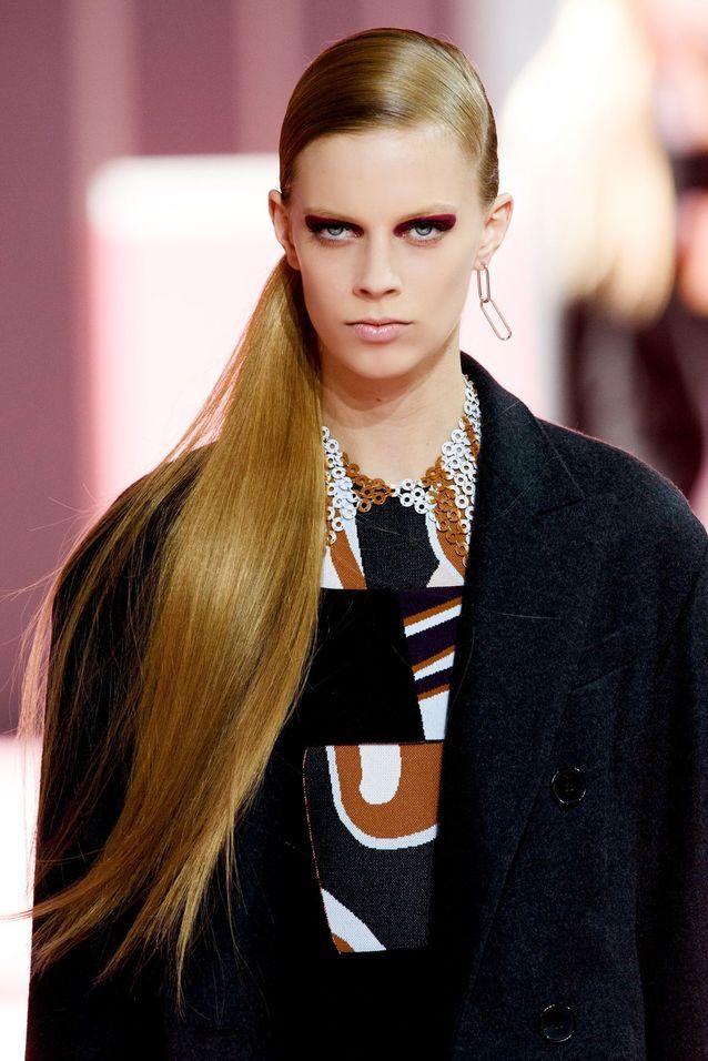 La queue-de-cheval élégante du défilé Dior