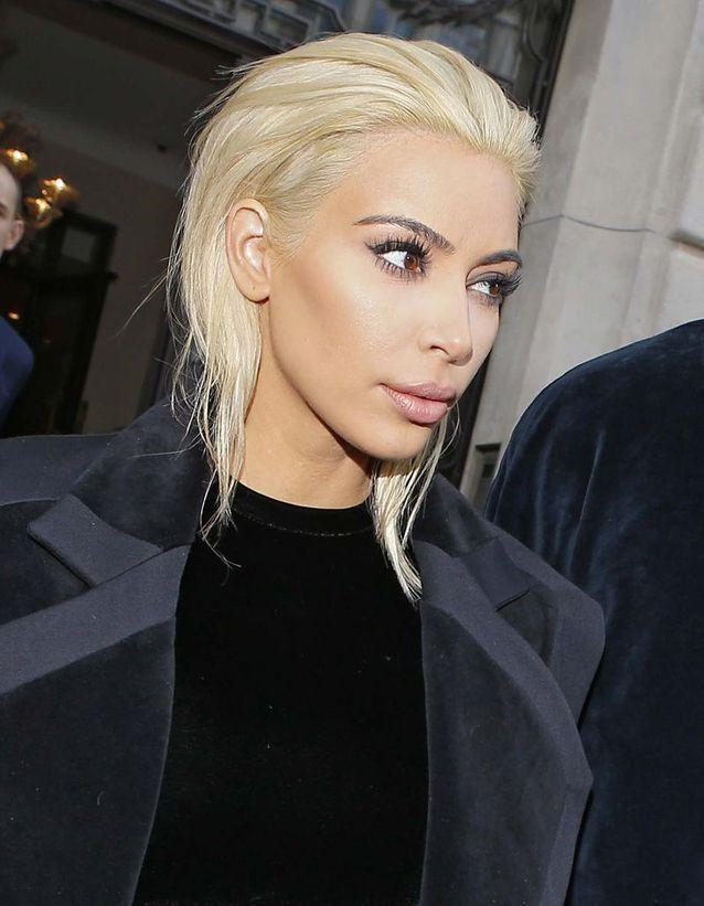 Kim Kardashian en blonde