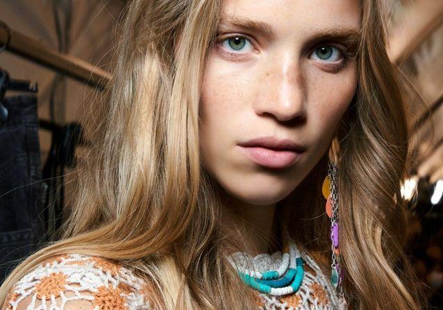 Balayage blond, cette technique de coloration qui donne du relief à nos cheveux