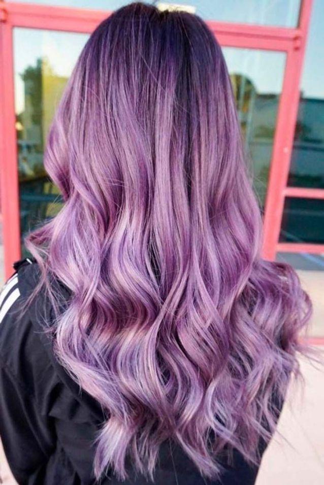 Cheveux violets balayage